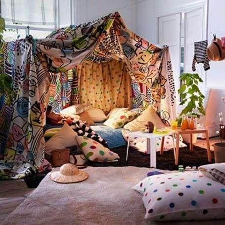 8. Como fazer cabana em casa com tecidos coloridos – Foto Athens Voice