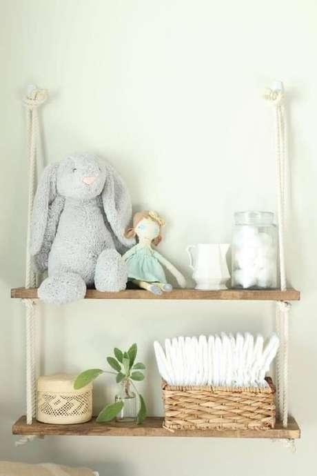 54. A decoração do quarto de bebê fica ainda mais especial na presença da prateleira de corda. Fonte: Etsy
