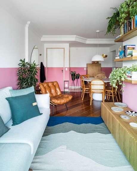 3. A meia parede com pintura na horizontal é uma das mais usadas na decoração – Foto: Jeito de Casa