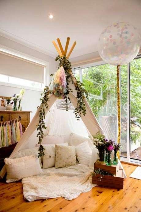 11. Cabana em casa decorada com almofadas confortáveis – Foto brit