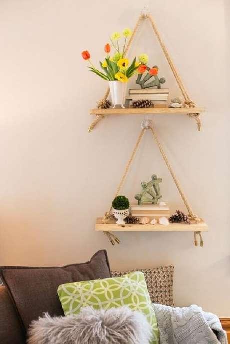 13. Use a prateleira de corda para expor itens de decoração. Fonte: Pinterest