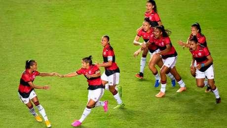 Raquelzinha corre para comemorar o gol contra o Bahia (Foto: Jéssica Santana/Gazeta Press/Divulgação)