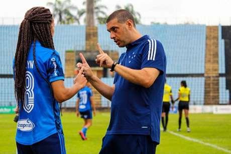 O técnico Marcelo Frigério, o Tchelo, poderá ter reforços com a recuperação de várias atletas-(Diulgação/Cruzeiro)