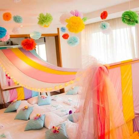 47. Decoração colorida para festa do pijama infantil – Foto: Pinterest