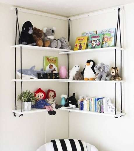 27. Organize os brinquedos e as pelúcias na prateleira de corda. Fonte: Pinterest