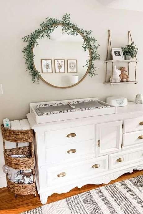 5. Crie uma linda composição na parede com espelho redondo e prateleira de corda. Fonte: Pinterest