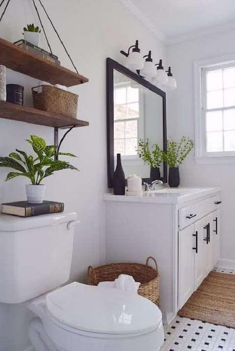 22. Otimize o espaço do banheiro e invista em uma prateleira de corda. Fonte: Pinterest