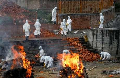 Cremação de corpos de vítimas de Covid em Kathmandu, Nepal  5/5/2021 REUTERS/Navesh Chitrakar