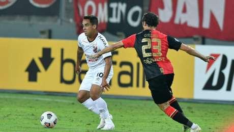 Meia completou 100 jogos pelo clube em confronto da Sula (Jose Tramontin/athletico.com.br)