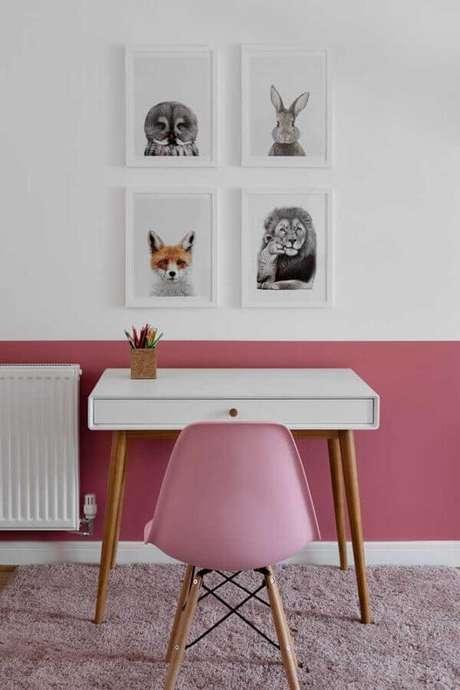 16. Decoração com escrivaninha pequena para meia parede rosa e branca – Foto: Houzz