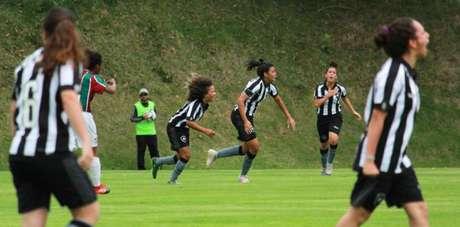 Time sub-18 do Botafogo foi semifinalista do Carioca da categoria no ano passado (Foto: Talita Giudice)