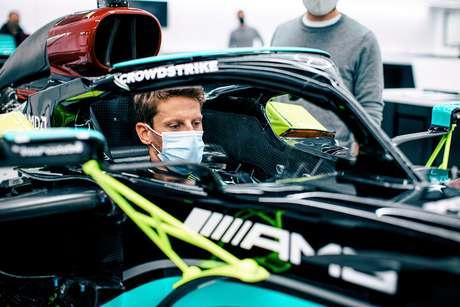 Romain Grosjean já fez o molde do banco para o W10