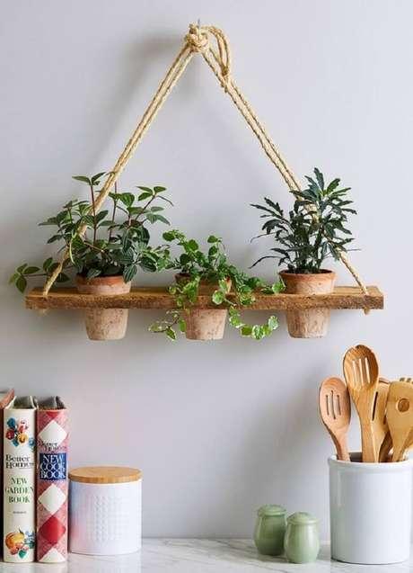 11. Que tal cultivar seus temperos preferidos na prateleira de corda na cozinha? Fonte: Pinterest