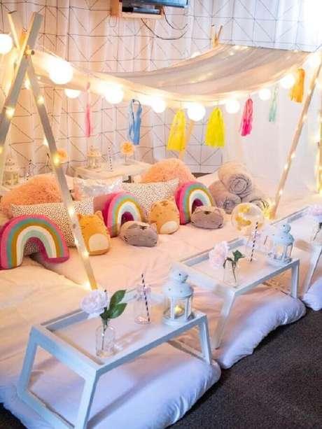 42. Almofadas para decoração de festa do pijama – Foto: Pretty Little Daydreams