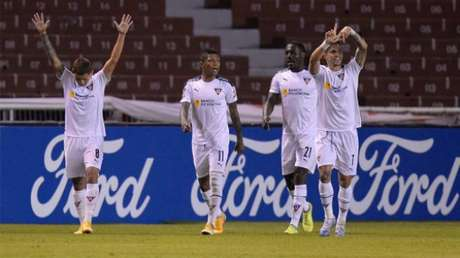 LDU marcou dois gols em 15