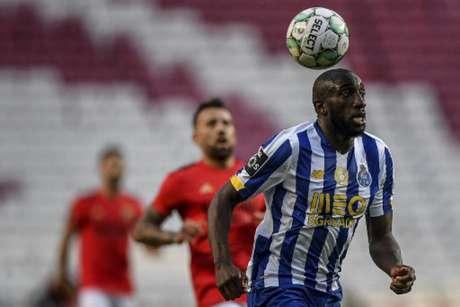 Benfica e Porto ficaram no empate (Foto: PATRICIA DE MELO MOREIRA / AFP)