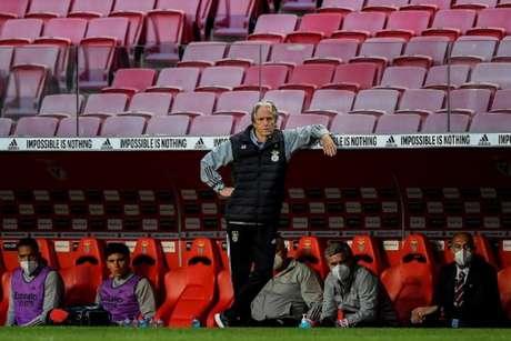 Jorge Jesus criticou atuação da arbitragem (Foto: PATRICIA DE MELO MOREIRA / AFP)