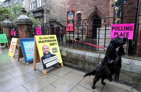 Local de votação em Edimburgo, na Escócia 06/05/2021 REUTERS/Russell Cheyne