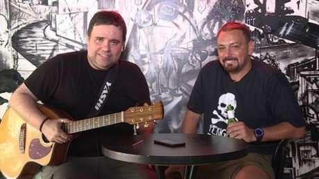 Rodrigo Rodrigues e Alê eram amigos além dos estúdios da TV. Quando Rodrigo faleceu, Oliveira se emocionou com a perda (Reprodução)
