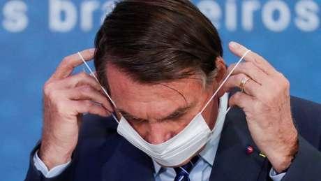 Em abril de 2020, Bolsonaro afirmou que o coronavírus iria atingir 70% da população