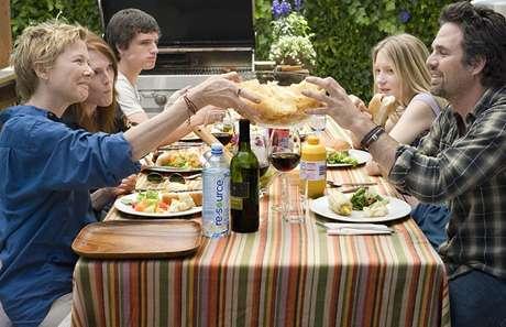 Julianne Moore, Annette Bening, Mark Ruffalo, Josh Hutcherson, e Mia Wasikowska em 'Minhas mães e meu pai' (2010)