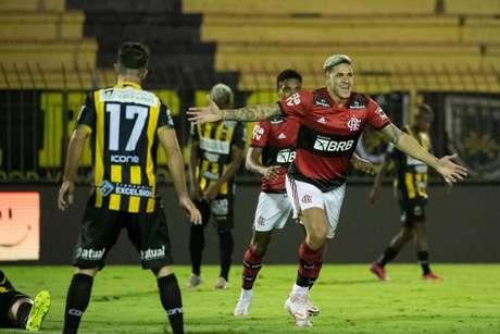 Pedro foi o autor dos três gols do Flamengo na ida da semifinal do Carioca (Foto: Alexandre Vidal/Flamengo)