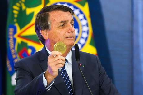 Portaria publicada por Bolsonaro poderá beneficiá-lo diretamente.
