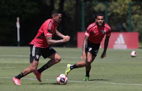 Daniel Alves e Luciano serão reavaliados nesta sexta (Foto: Reprodução/ Twitter @SaoPauloFC)