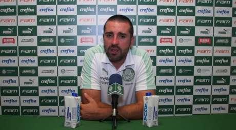 Auxiliar de Abel deu coletiva após o clássico diante do Santos (Foto: Reprodução/TV Palmeiras)