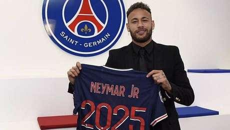 'É um grande prazer estender a aventura no Paris Saint-Germain', festeja Neymar.