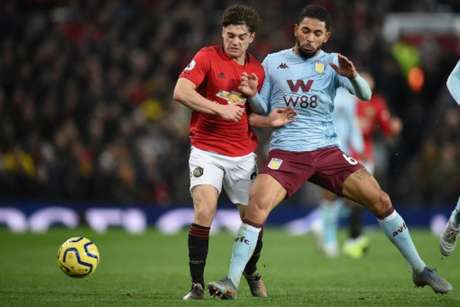 Villa e United se enfrentam neste domingo (Foto: OLI SCARFF / AFP)