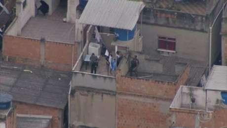 Emissora flagrou com helicóptero ação entre criminosos e policiais (Reprodução/TV Globo)