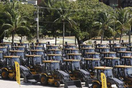Entrega de máquinas tipo retroescavadeiras e pás-carregadeiras para municípios do Tocantins