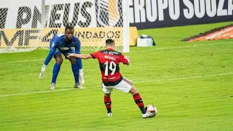 Rogério Ceni exaltou a boa fase de Michael e de Vitinho (Foto: Alexandre Vidal/Flamengo)