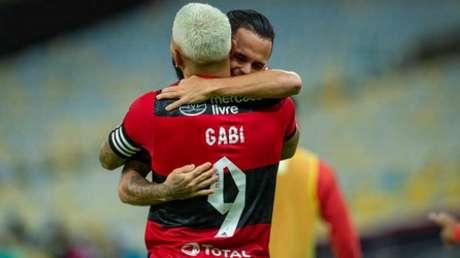 Gabi serviu Michael (Foto: Marcelo Cortes/Flamengo)