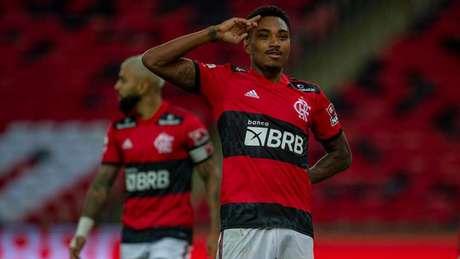Vitinho marcou o quarto gol na vitória por 4 a 0 sobre o Voltaço, neste sábado (Foto: Marcelo Cortes / Flamengo)