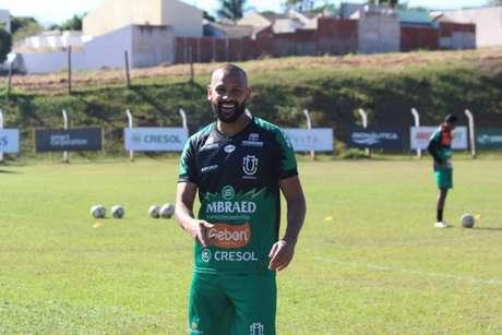 Carlinhos pode entrar em campo neste domingo diante do Athletico (Divulgação)