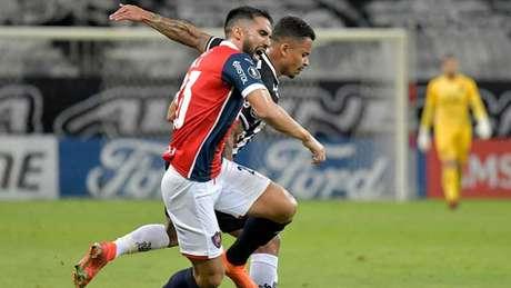 Se os paraguaios do Cerro, que foram derrotados pelo Galo, vencerem, podem ajudar o alvinegro a antecipar sua classificação às oitavas de final da Libertadores-(Foto: WASHINGTON ALVES / POOL / AFP)
