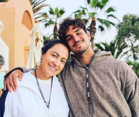 Simone Medina (esquerda) e Gabriel Medina (direita) em torneio de surfe (Reprodução/Instagram)