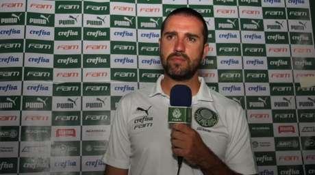 João Martins substituiu mais uma vez Abel Ferreira na coletiva de imprensa pós-jogo do Paulistão (Foto: Reprodução)