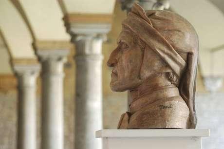 Busto de Dante Alighieri em Ravenna, cidade onde ele passou os últimos anos de sua vida