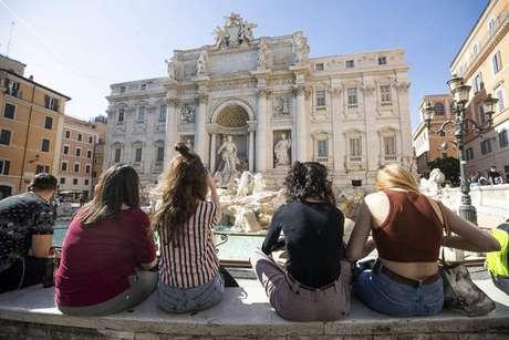 Movimentação na Fontana di Trevi, em Roma, em 8 de maio