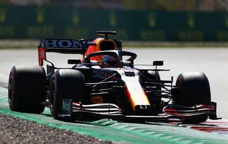Verstappen ficou próximo de sua segunda vitória na temporada mas, ao final da corrida, foi ultrapassado por Hamilton