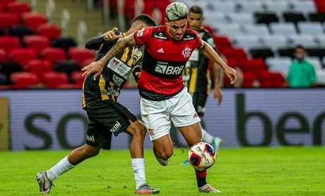 Pedro deu passe para um dos gols de Gabigol (Foto: Marcelo Cortes / Flamengo)