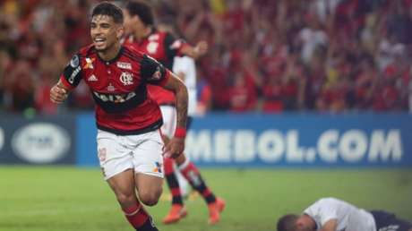 Paquetá, em 2017, com a camisa do Mengão (Gilvan de Souza / Flamengo)