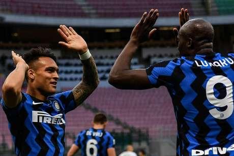 Inter de Milão de Lautaro Martínez e Lukaku já balançou as redes em 79 oportunidades no campeonato (Foto: ISABELLA BONOTTO / AFP)