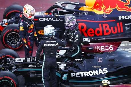 Bottas e Verstappen foram cumprimentar o recordista absoluto de poles ao fim da sessão de classificação.