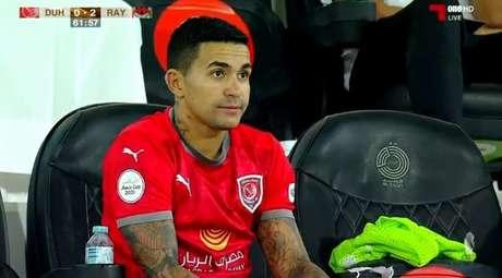 Dudu foi substituído no início do segundo tempo e viu seu time perder para o Al Rayyan (Foto: Reprodução)