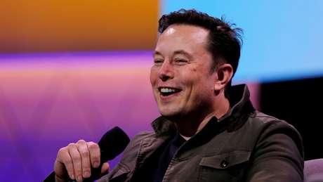 O CEO da SpaceX também falou sobre o uso das redes sociais: 'Eu às vezes digo ou posto coisas estranhas'