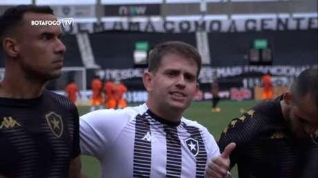 Roger Gouveia faz parte da comissão técnica de Marcelo Chamusca (Foto: Reprodução/BotafogoTV)